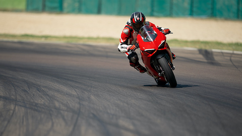 Panigale-V2-MY20-Ambience-01-Gallery-1920x1080.jpeg