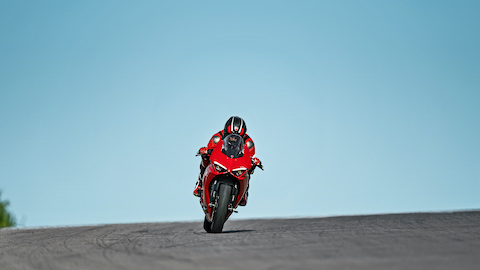 Panigale-V2-MY20-Ambience-04-Gallery-1920x1080.jpeg