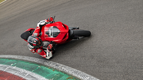 Panigale-V2-MY20-Ambience-06-Gallery-1920x1080.jpeg