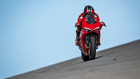 Panigale-V2-MY20-Ambience-07-Gallery-1920x1080.jpeg