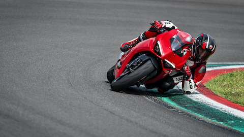 Panigale-V2-MY20-Ambience-08-Gallery-1920x1080.jpeg