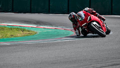 Panigale-V2-MY20-Ambience-10-Gallery-1920x1080.jpeg